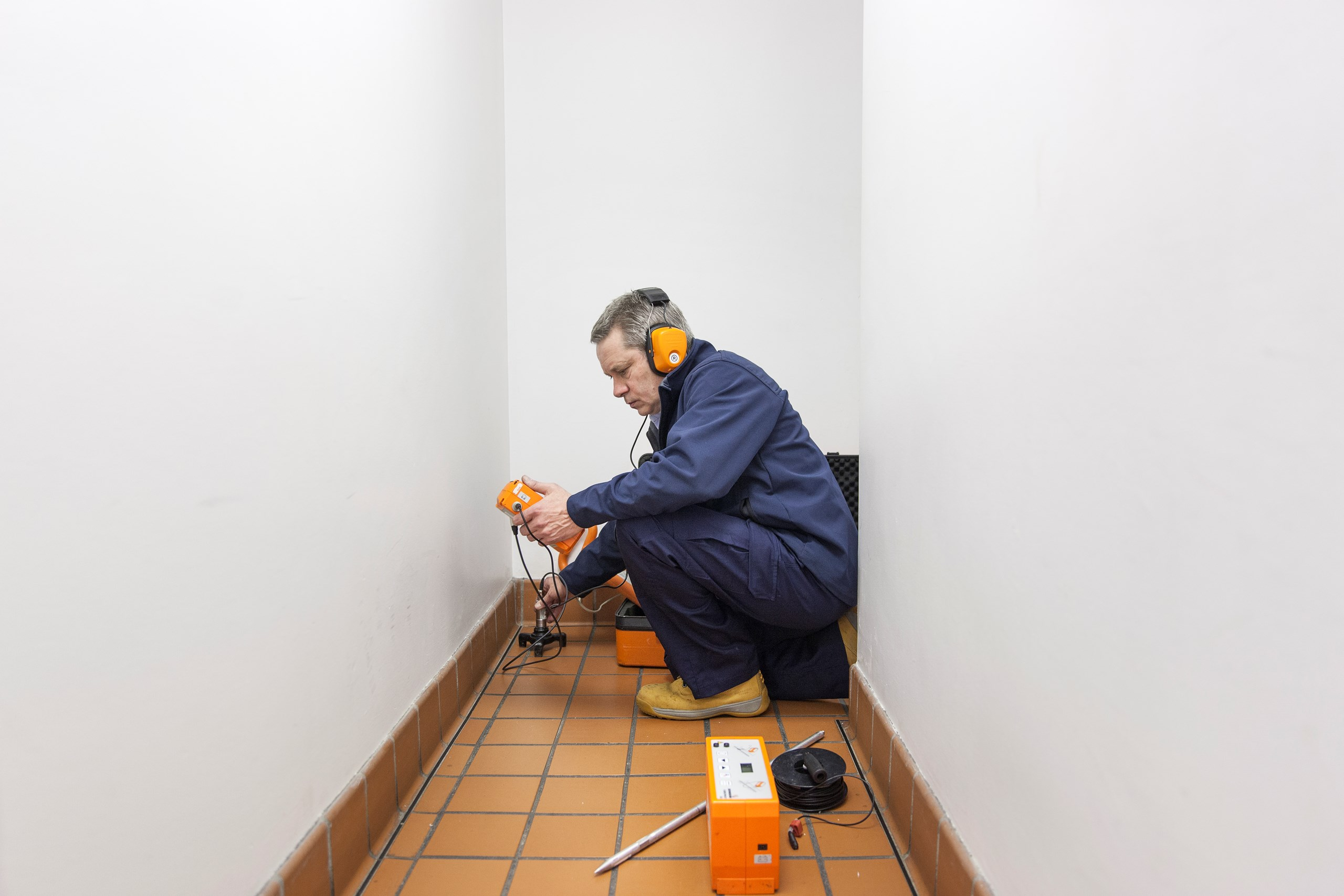 Lekkage Plafond Woonkamer : Lekkage snel opsporen zonder hak en breekwerk polygon